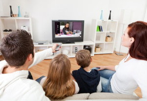 Images-Articles--3339-Family-Watching-TV
